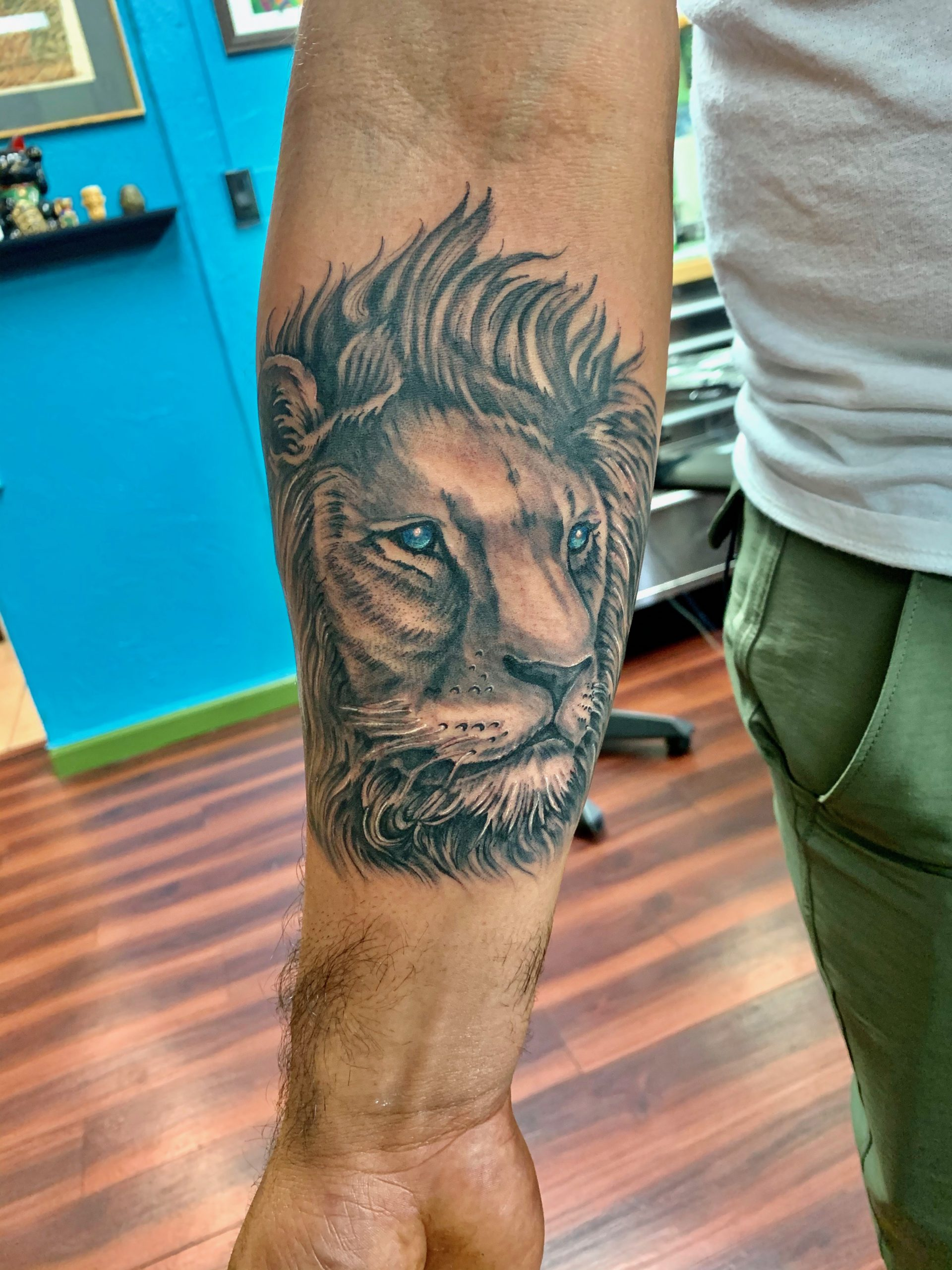 Maui Tattoo artist lion