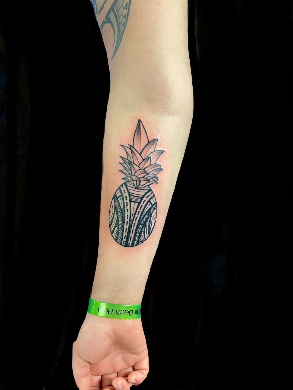 Maui tattoo artist pineapple