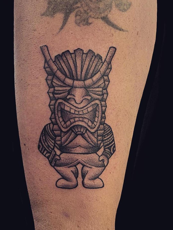 Maui tattoo artist tribal